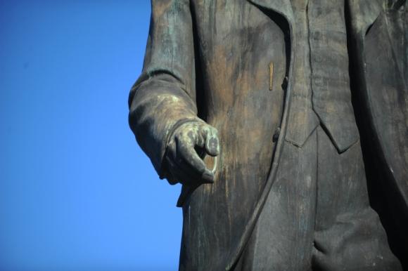 Monumentos de bronce continuarán deteriorándose (Luis Alberto de Herrera). Foto: Fernando Ponzetto