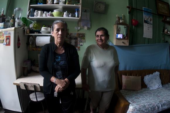 Peruanos: Senovia y su cuñada a quien despidieron por accidentarse en el trabajo. Foto: Fernando Ponzetto