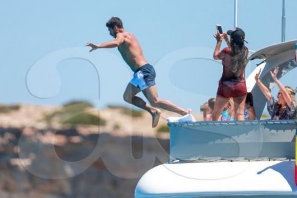 Ahora el que se tiró al agua es el uruguayo Luis Suárez. Foto: AS