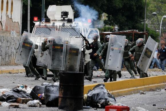 Protestas tras el anuncio de Maduro en Venezuela. Foto: Reuters