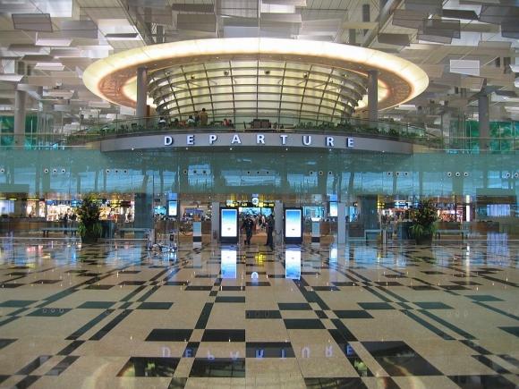 La terminal aérea cuenta con los servicios básicos para pasar una