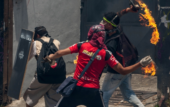 Maduro dice que quiere diálogo pero afirma: