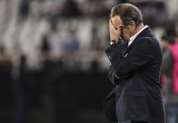 El lamento de Martín Lasarte tras la eliminación de Nacional. Foto: EFE