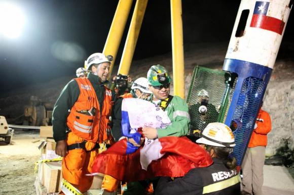 José Ojeda en el momento que es rescatado en 2010. Foto: Archivo El País