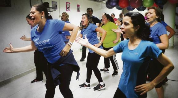 En Tu Luguar Gym las clases de zumba son las preferidas. Foto: Fernando Ponzetto
