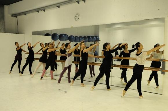 Todas bailan para dejar atrás los problemas y relajarse. Foto: D. Borrelli