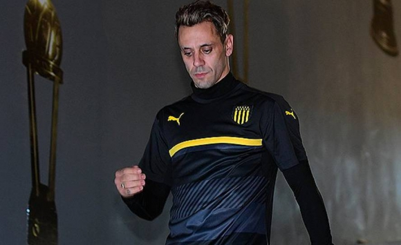 Fabián Estoyanoff retornó a Peñarol. Foto: @OficialCAP