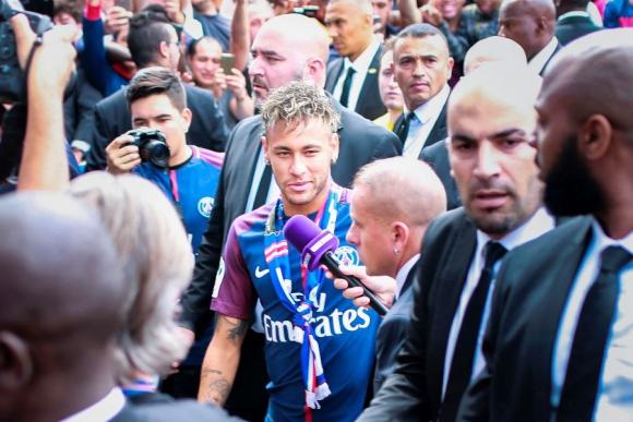 Neymar en su presentación en Paris Saint Germain. Foto: AFP