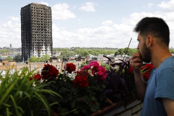 Una de las víctimas grabó desde dentro cómo las llamas arrasaban el edificio.<br> Foto: AFP