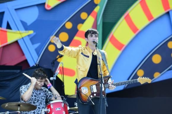 Gonzalo, cantante de Boomerang, abriendo el show de los Rolling Stones en Montevideo.