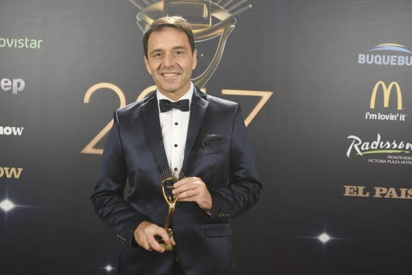Roberto Moar recibió el Iris a Mejor Noticiero que ganó <i>Subrayado.</i>
