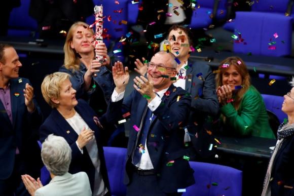Ecologistas celebran la legalización del matrimonio igualitario. Foto: Reuters.