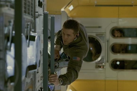 Rory Adams es el mecánico de la nave, el encargado de mantenerla en buen estado.