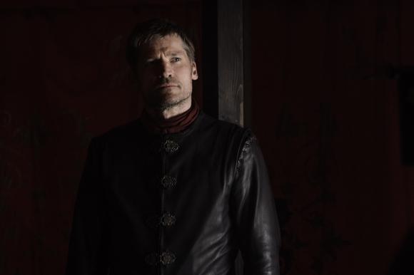 Jamie Lannister apoya a su hermana y amante Cersei.