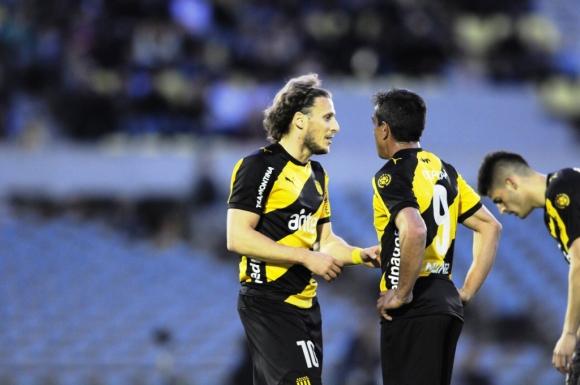 Diego Forlán y Diego Ifrán. Foto: F. Ponzetto