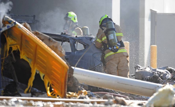 Una avioneta se estrelló sobre el techo de un shopping en Melbourne. Foto: Reuters.