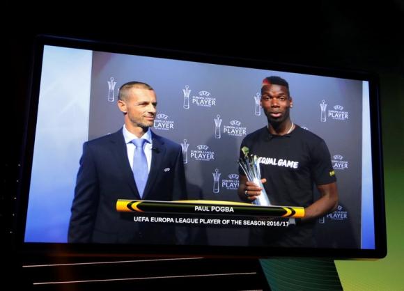 Paul Pogba fue premiado como el mejor jugador de la última Europa League. Foto: Reuters