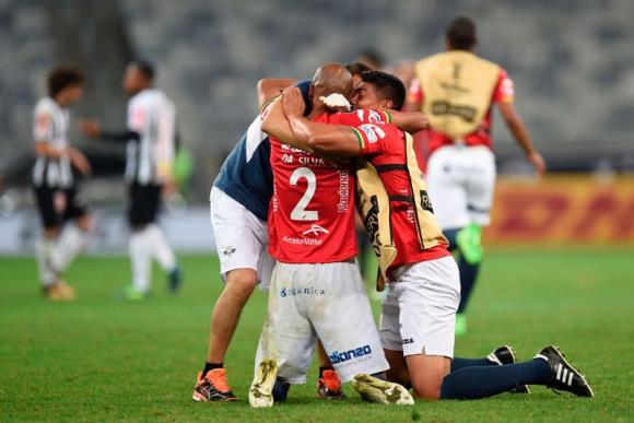 El esfuerzo trajo la recompensa: Wilstermann avanzó en la Copa.Foto: AFP