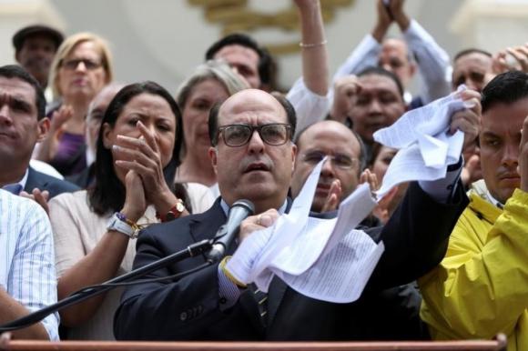 Incidentes entre diputados venezolanos y la Policía. Foto: AFP
