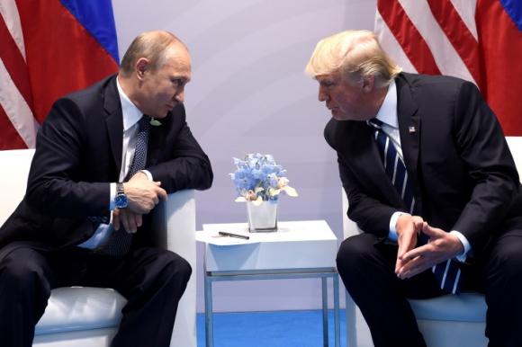 Trump y Putin en la cumbre del G20. Foto: AFP.