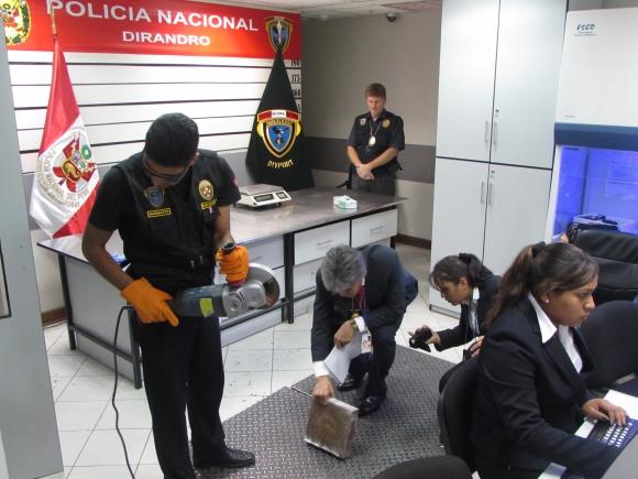 Los controles que se hacen en el Aeropuerto Jorge Chávez de Lima.
