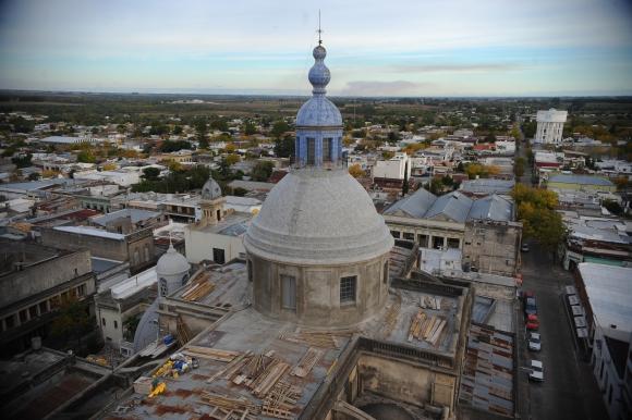 Lo que se recauda por la venta de los azulejos financiará futuras obras. Foto: Fernando Ponzetto