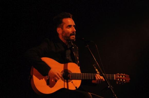 Jorge Drexler en concierto benéfico para el Hospital Maciel. Foto: Agustín Martínez.