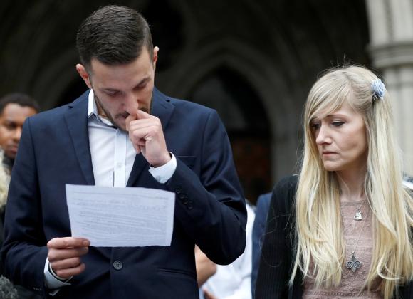Chris y Cannie ayer a la salida de la Corte de Londres. Foto: Reuters