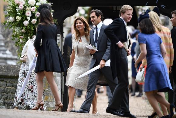 Roger Federer y su mujer llegan a la ceremonia. Foto: AFP