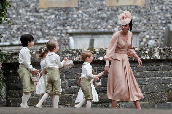 Catalina y sus hijos. Foto: Reuters