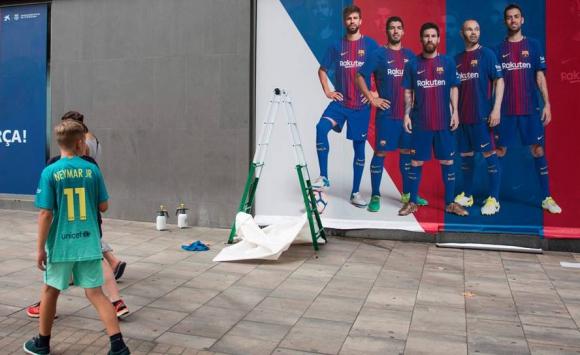 Las fotos de Neymar están siendo borradas de Barcelona. Foto: AFP