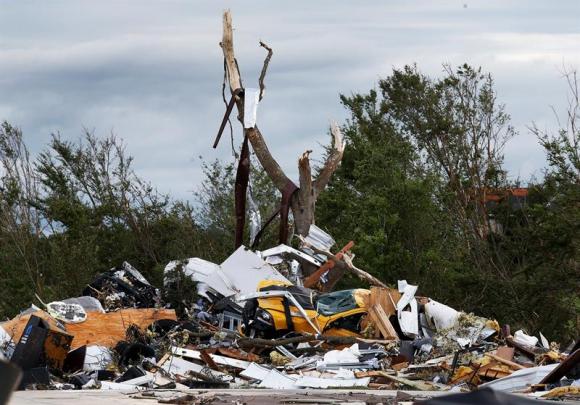 Destrozos en Texas por tornado. Foto: EFE