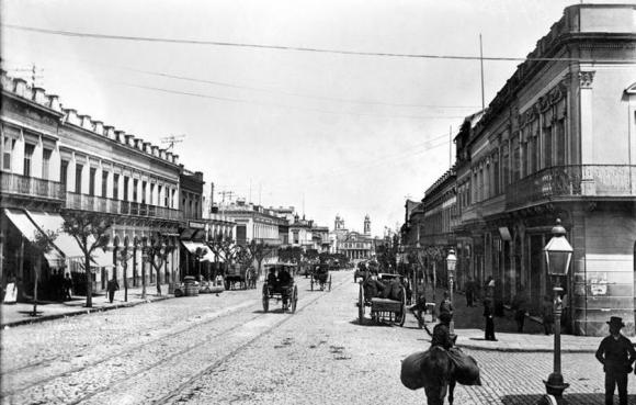 18 de Julio en 1895. Foto: Centro de Fotografía