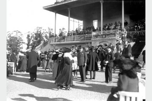 Palacio oficial del Hipódromo de Maroñas en la década de 1910. Foto: Centro de Fotografía