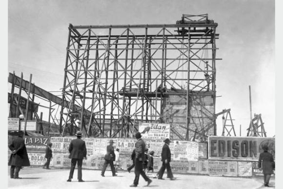 Construcción del monumento a Artigas en 1923. Foto: Centro de Fotografía