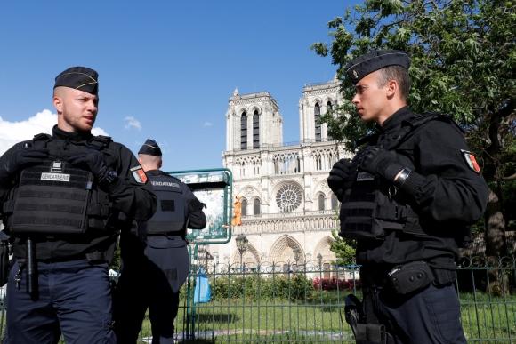 Además de un martillo el atacante llevaba cuchillos de cocina. Foto: Reuters