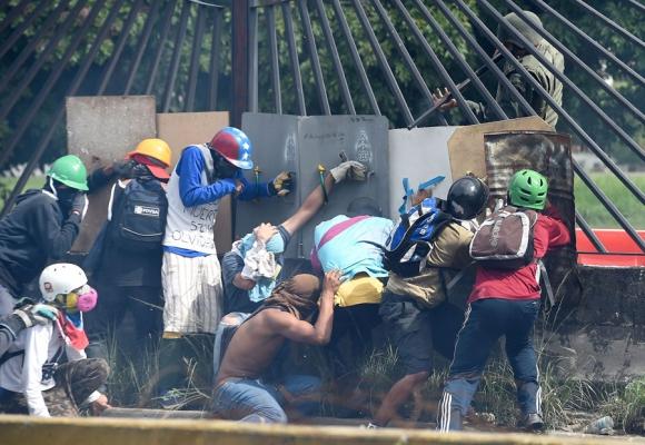 Cabello dice que entregará el diario El Nacional a los trabajadores. Foto: AFP