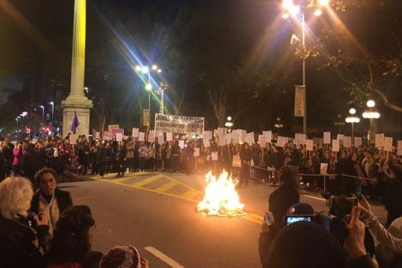 Intervención Ni una menos en Montevideo. Foto: Camila Beltrán.