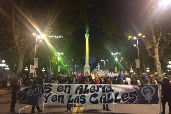Marcha de Ni una menos en Montevideo. Foto: Camila Beltrán.
