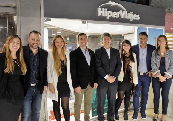 Equipo de Hiperviajes junto a Gerentes de Producto, Ventas, Internacional y Gerente General.