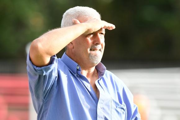 Gustavo Ferrin, entrenador de Fénix. Foto: Archivo El País.