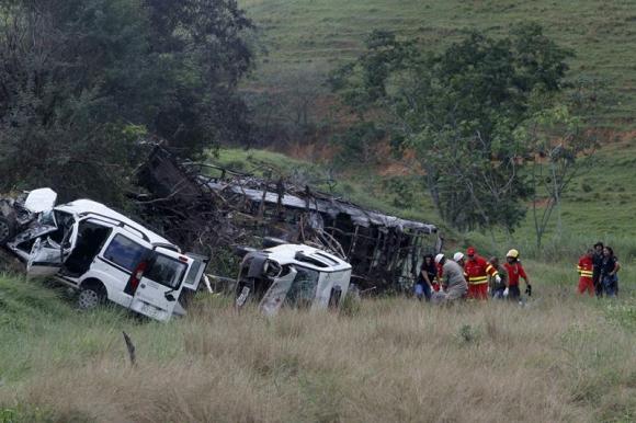 Accidente dejó al menos 21 muertos en Brasil. Foto: EFE