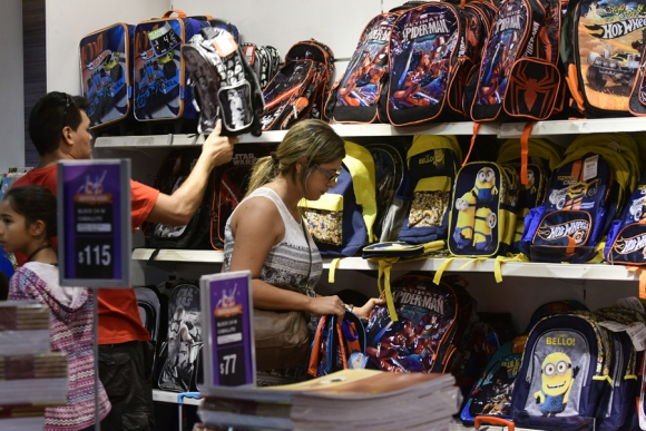 Supermercados y papelerías fueron los comercios más concurridos. Foto: M. Bonjour