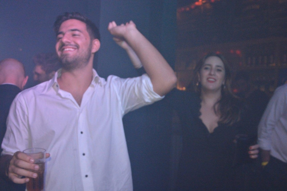 El youtuber Fabri Lemus celebró el Iris de Dos Bros a todo baile.