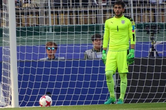Santiago Mele lleva cuatro partidos con la valla invicta en el Mundial de Corea. Foto: @Uruguay