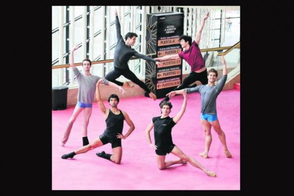 Muchos de los bailarines principales del Ballet del Sodre son extranjeros. Foto: D. Borrelli.