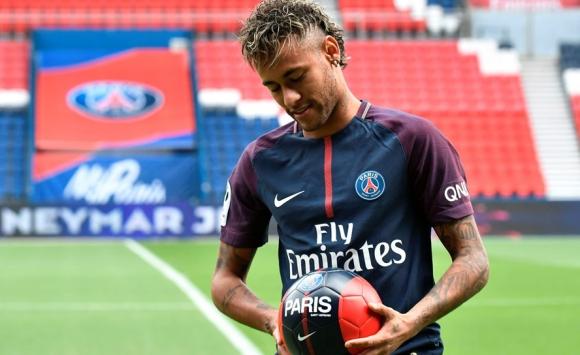 Neymar en su presentación con el PSG. Foto: AFP
