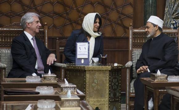 Vázquez reunido con el jeque Ahmed El-Tayeb, imán del Al-Azhar. Foto: Efe.