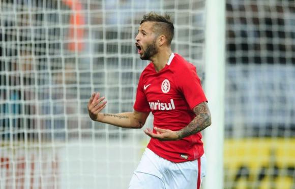 Nicolás López hizo dos goles en el debut de Inter en la B. Foto: @SCInternacional