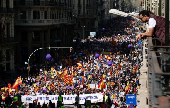 Miles salieron a las calles de Barcelona a protestar. Foto: AFP